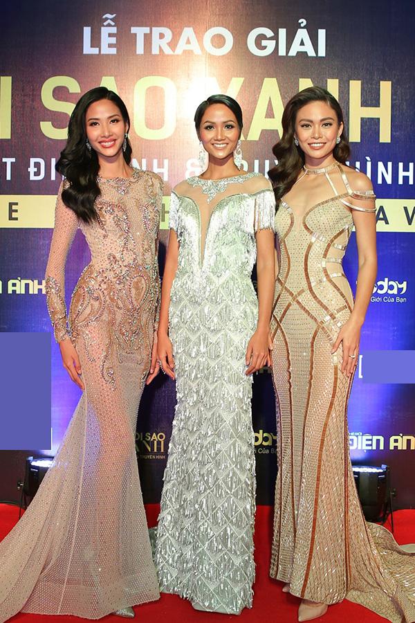 Hoa hậu HHen Niê và hai Á hậu lần đầu đi event sau đăng quang - 1