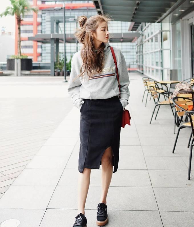 Phong cách thời trang trẻ trung của fashionista U50