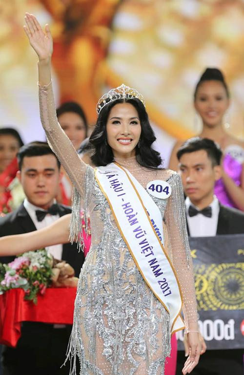 Gia cảnh nghèo khó của 3 người đẹp Hoa hậu Hoàn vũ Việt Nam 2017 - 1
