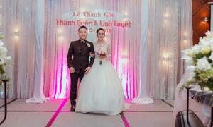 Ca sĩ Linh Tuyết rạng rỡ bên chồng trong ngày cưới