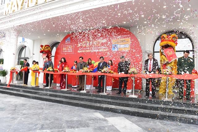 Khai trương trung tâm thời trang cao cấp May 10 Long Biên