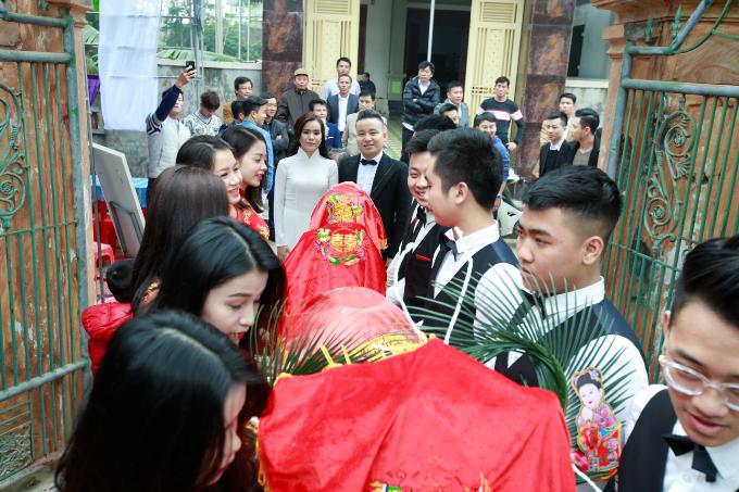 Trước đó, vào ngày 28 - 29/12, cặp đôi đã tổ chức tiệc mừng tại quê nhà Hà Tĩnh.
