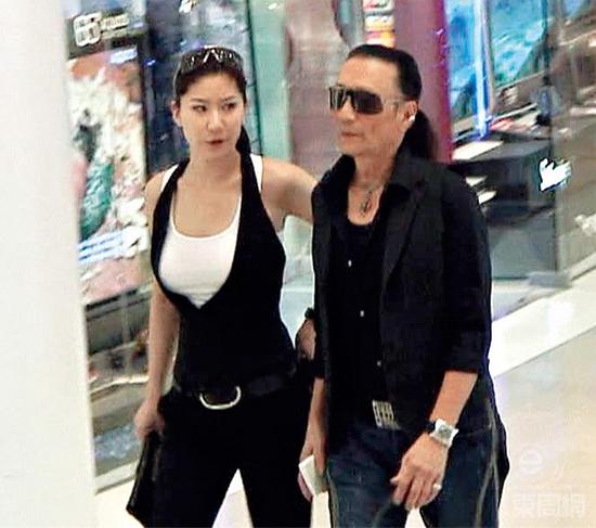 Ông Tạ Hiền và người tình trẻ Coco. Ảnh: Eastweek