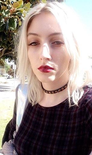 Violet Paley đăng trên Twitter câu chuyện từng bị James cưỡng ép oral sex.