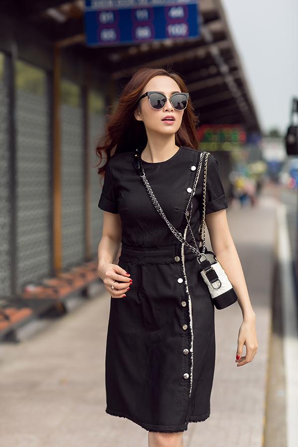Song song với việc kinh doanh, Diễm Hương vẫn tích cực tham gia các hoạt động của làng thời trang Việt với vai trò giám khảo cho các cuộc thi và người mẫu ảnh cho nhiều bộ sưu tập mới.