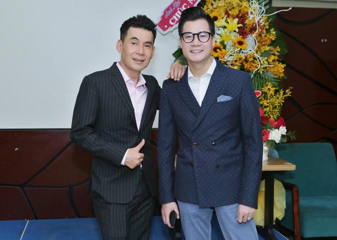 Ca sĩ Đoan Trường và Quang Dũng vui vẻ chụp ảnh kỷ niệm nhân dịp hội ngộ.
