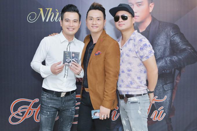 Bộ ba thân thiết: Lâm Hùng, Hàn Thái Tú, Lâm Vũ đã nhiều năm gắn bó với nhau. Họ đều là những ca sĩ hátnhạc thị trường, được đông đảo khán giả miền Tây Nam Bộ yêu thích.