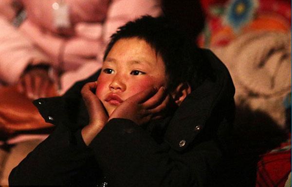 Nghị lực của cậu bé lay động hàng triệu trái tim.