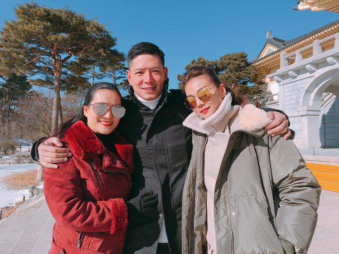 Siêu mẫu Thanh Hằng cũng tham gia lễ rước đuốc Thế vận hội mùa đôn Pyeongchang 2018 cùng Bình Minh. Người đẹp là bạn bè thân thiết của vợ chồng Bình Minh.