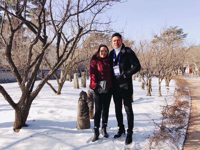 Mới đây, khi Bình Minh được mời sang Hàn Quốc để tham gia lễ rước đuốc quảng bá cho Thế vận hội mùa đông Pyeongchang 2018, Anh Thơ đã đồng hành cùng chồng. Cả hai liên tục khoe những khoảnh khắc tình tứ bên nhau.