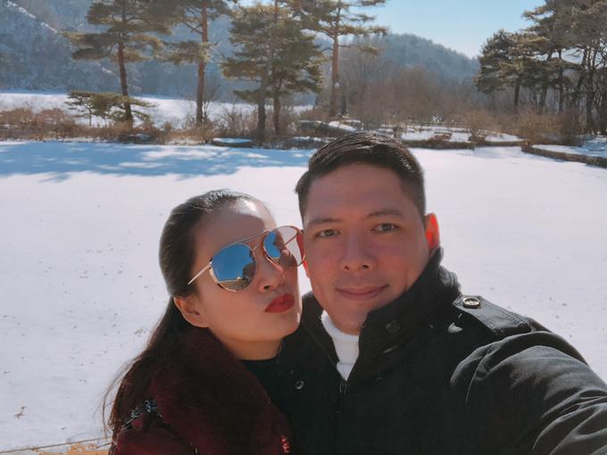 Cả hai tranh thủ dịp công tác ở Hàn Quốc để hẹn hò, hâm nóng tình yêu.