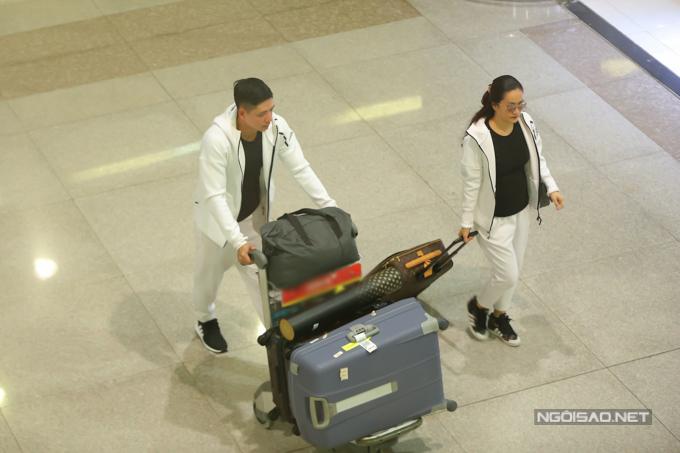 Vợ chồng Bình Minh đi ăn lúc nửa đêm sau khi từ Hàn Quốc về - ảnh 4