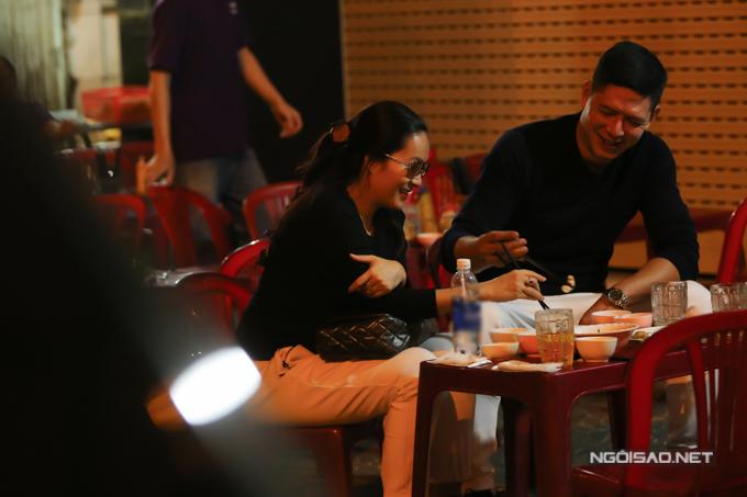 Vợ chồng Bình Minh đi ăn lúc nửa đêm sau khi từ Hàn Quốc về - ảnh 8