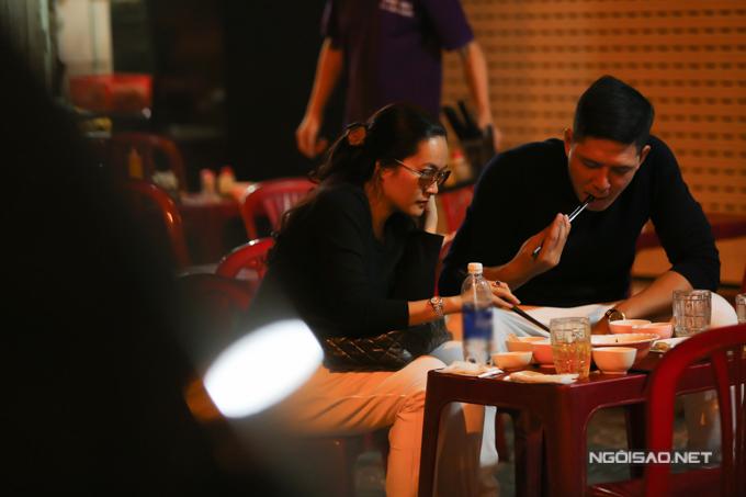 Vợ chồng Bình Minh đi ăn lúc nửa đêm sau khi từ Hàn Quốc về - ảnh 9