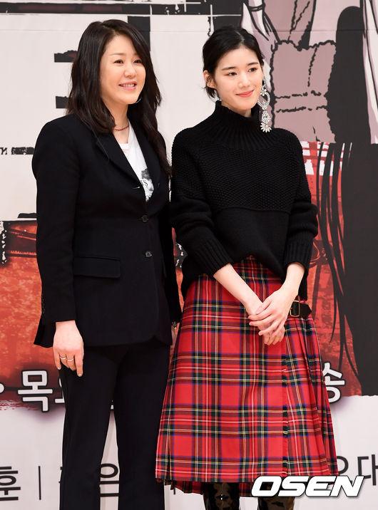 Go Hyun Jung và đàn em Jung Eun Chae đồng hànhdự buổi ra mắt phim. Trong tác phẩm mới, Á hậu Hàn sẽ đảm nhận vai luật sư, trong bộ phim đề tài pháp đình này. Phim đánh dấu sự trở lại màn ảnh nhỏ của côsau 7 năm vắng bóng.