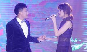 Vợ chồng Trấn Thành - Hari Won song ca trong đám cưới em gái