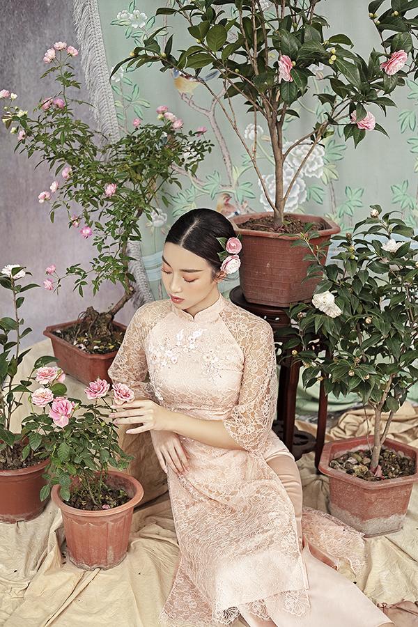 Đỗ Mỹ Linh gợi ý chọn áo dài thêu hoa mặc Tết - 9