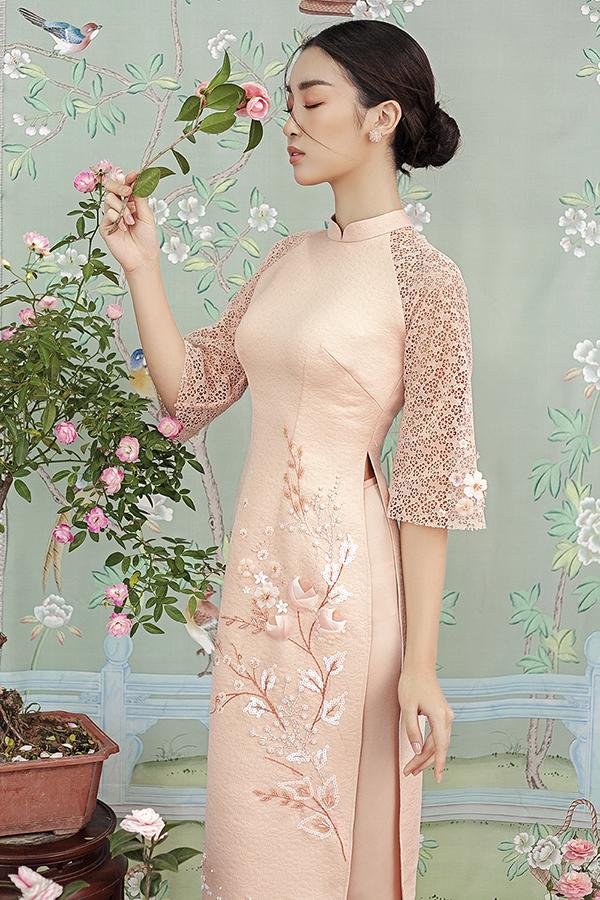 Đỗ Mỹ Linh gợi ý chọn áo dài thêu hoa mặc Tết - 2