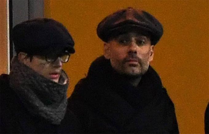 Guardiola và con trai Marius. Ảnh: NS.