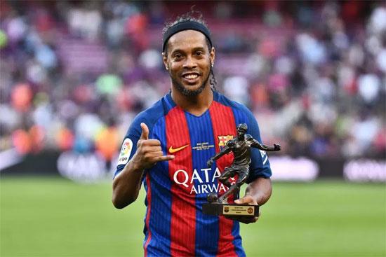 Ronaldinho dự định tổ chức tiệc giải nghệ khắp thế giới