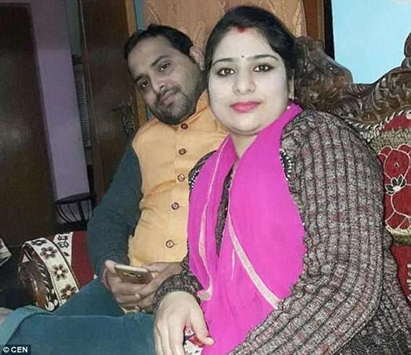 Vợ chồng anh Deepak Dwivedi. Ảnh: CEN