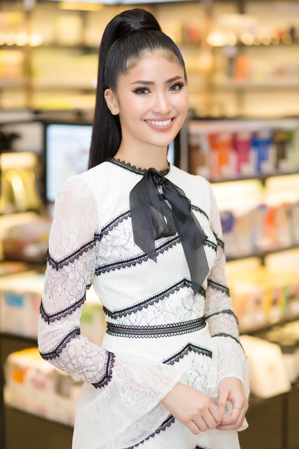 Á hậu Áo dài Thiên Thanh từ Australia về Việt Nam dự event.