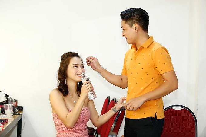 Thành Đạt cho biết, anh và Hải Băng đã đính hôn hơn một năm, nhưng chưa xác định ngày cưới.