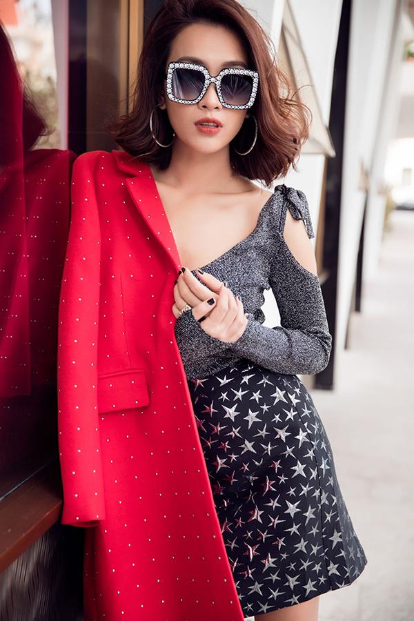 Ái Phương mix áo đồ sành điệu với áo khoác hợp mốt - 6