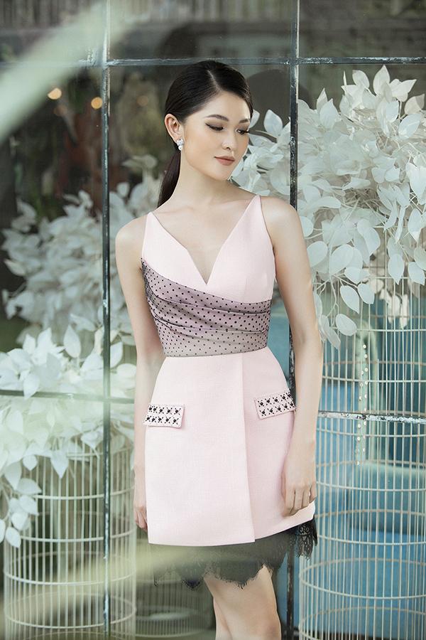 Bộ ảnh được thực hiện với sự hỗ trở của nhiếp ảnh Lê Thiện Viễn, trang điểm Hiwon, trang phục Đỗ Long.