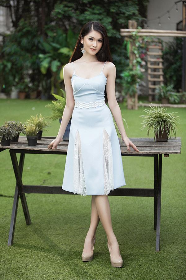 Không quá cầu kì, cách điệu nhưng loạt váy ngắn này được nhà thiết kế Việtchăm chút từng họa tiết giúp người mặc trở nên thanh lịch, quý phái.
