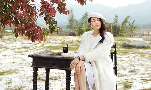 Á hậu Lệ Hằng thảnh thơi ngắm cảnh 'Dubai Việt Nam'