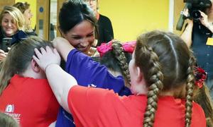 Công nương tương lai Meghan Markle được trẻ em chào đón nồng nhiệt