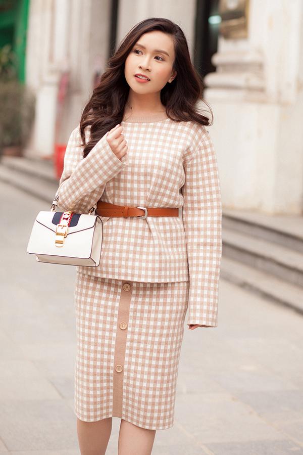 Stylist: Tân Đà Lạt. Photo: Tom Nguyễn. Make-up: Tú Tạ. Làm tóc: Minh Trang. Trang phục: NTK Tú Tạ.