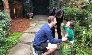 Con gái lớn của ông chủ Facebook bắt đầu đi học