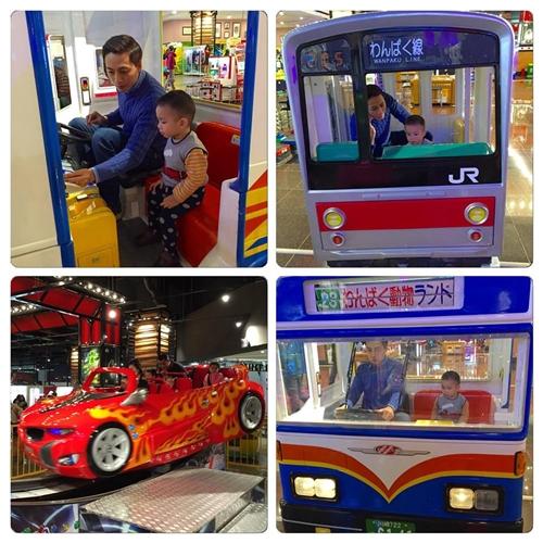 Anh Lâm dành thời gian chơi cùng con để tranh thủ giúp bé học tiếng Anh.