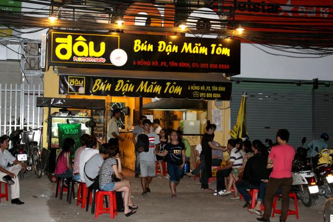 Đậu Homemade nằm trên đường Hồng Hà, khu tập trung rất nhiều người Bắc sinh sống và làm việc.
