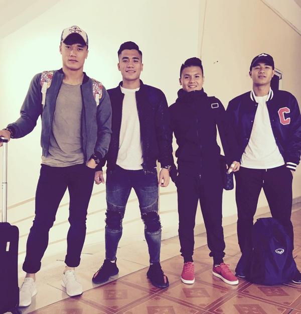 Khi không diện áo số và đồng phục, các chàng trai của U23 Việt Nam lại ấn tượng và có phong cách thời trang không thua kém các người mẫu hay nam thần của showbiz.