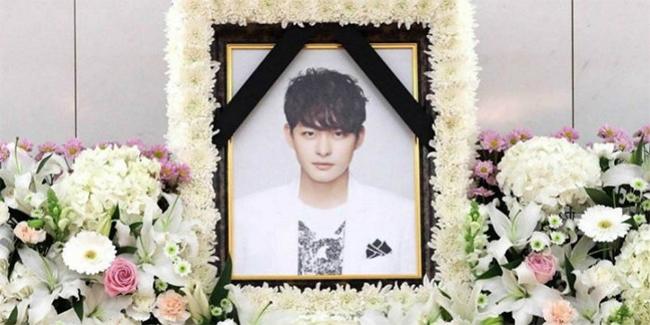 Bài vị của em trai Ha Ji Won tại nhà tang lễ.