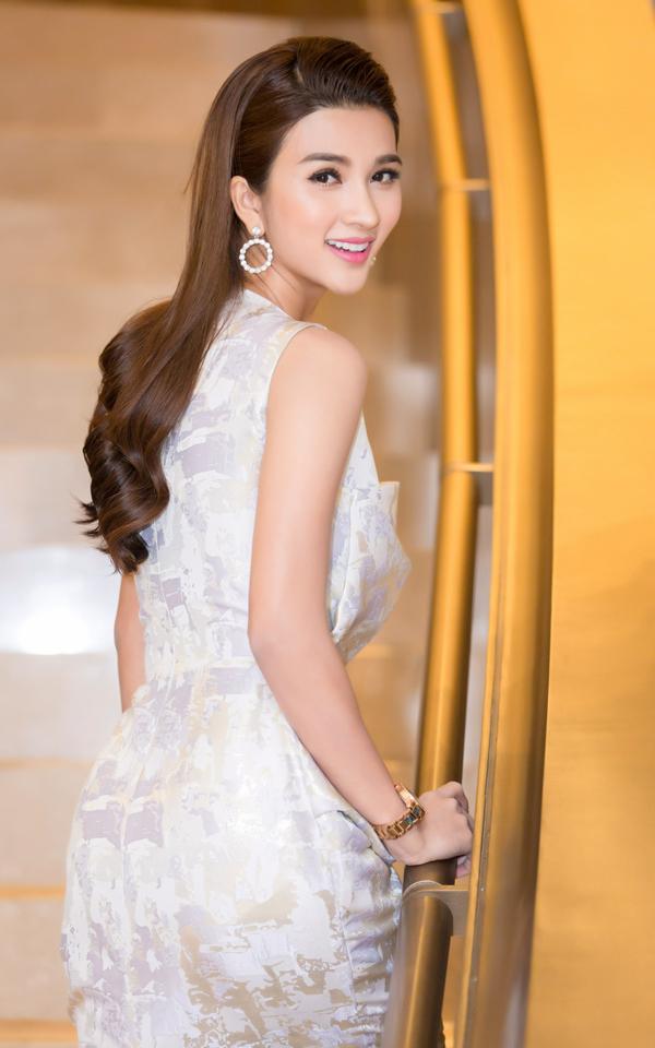 Êkíp làm phim tiết lộ, Kim Tuyến được lựa chọn đóng vai chính trong Mộng phù hoa vì cô đẹp ở mọi góc nhìn và có khả năng diễn xuất tự nhiên, thu hút.