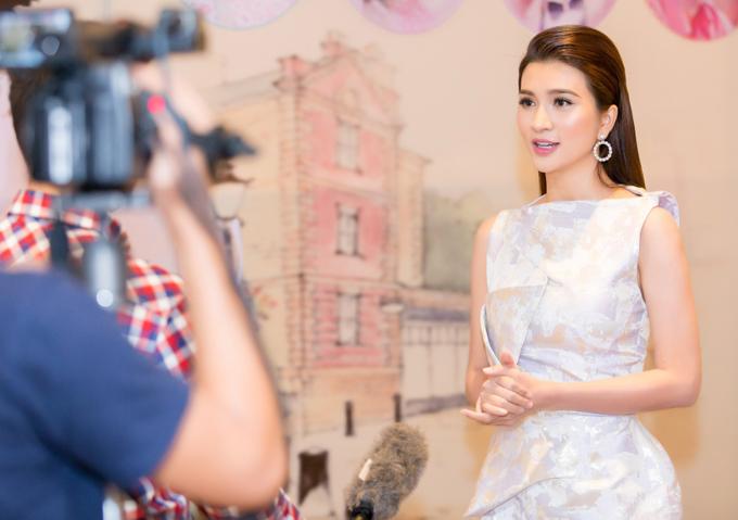Kim Tuyến đầu tư nhiều tâm huyết cho vai diễn cô Ba Trang. Sau khi phim đóng máy, người đẹp mất đến 6 tháng mới thoát khỏi những ám ảnh về nhân vật.