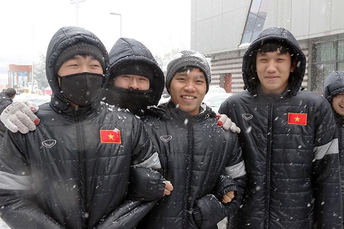 Thời tiết giá lạnh kèm theo tuyết có thể xem là bất lợi lớn đối với U23 Việt Nam bởi đối thủ trong trận chung kết sắp tới là Uzbekistan vốn quá quen với điều kiện khí hậu như vậy.HLV Park Hang Seo và các đồng sựphải có sự tính toán và điều chỉnh hợp lý để đảm bảo các cầu thủ ra sân với thể trạng tốt nhất.