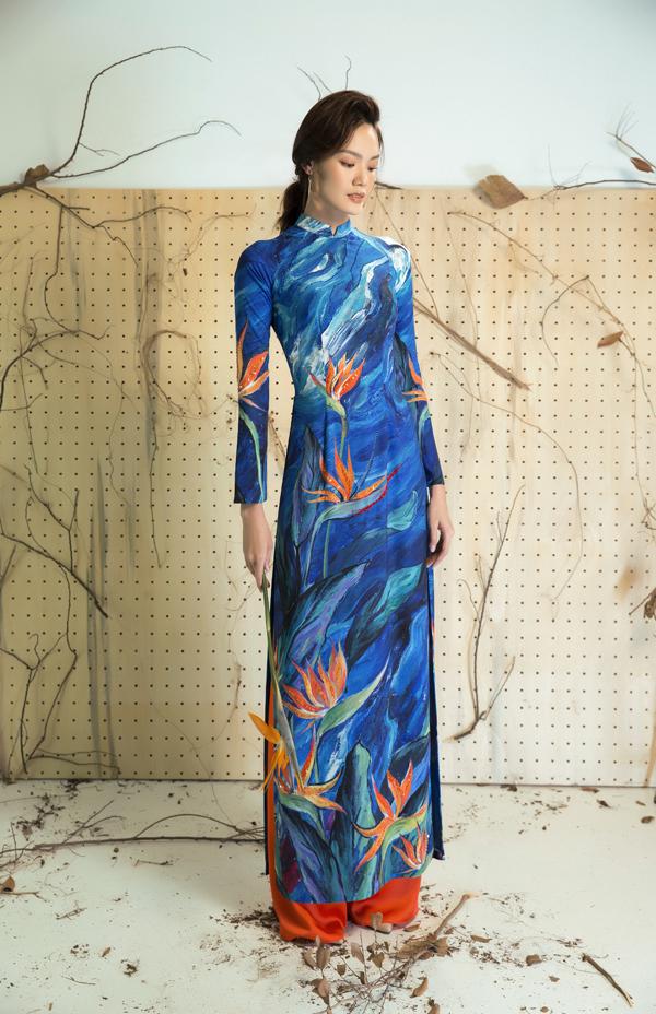 Nổi danh trong mảng thiết kế thời trang áo dài, nhà thiết kế Liên Hương luôn biết chiều lòng phái đẹp khi liên tục làm mới trang phục truyền thống bằng nhiều hoa văn, hoạ tiết đặc sắc.