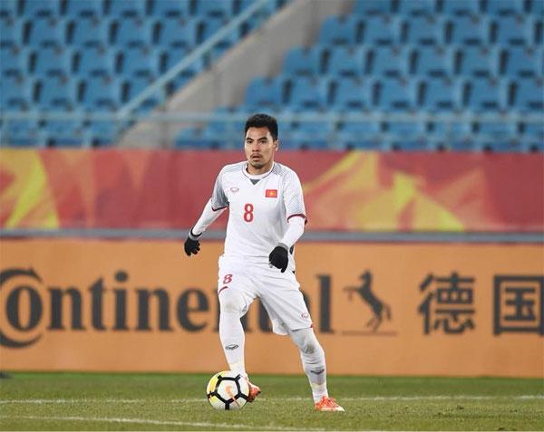 Tiền vệ mang áo số 8 vừa đón sinh nhật 23 tuổi được chọn là một trong 5 cầu thủ Đông Nam Á chơi hay nhất tại giải U23 châu Á năm nay. Đồng đội của Đức Huy là Quang Hải cũng lọt vào danh sách này.