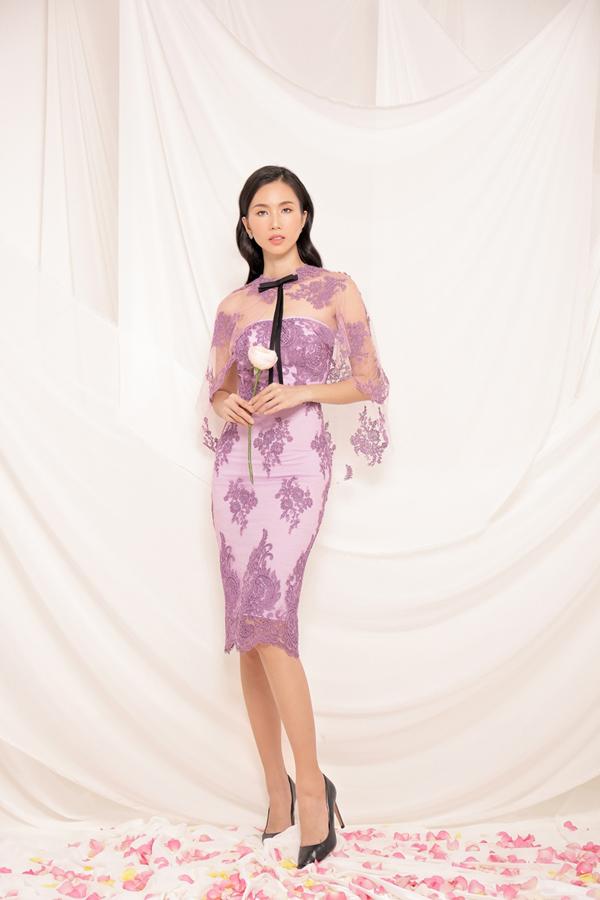 Cách phối hợp các chất liệu vải xuyên thấu chấm bi, voan lụa, vải ren tọa hình hoa 3D, lụa mềm khiến các mẫu váy đi tiệc trở nên bắt mắt hơn và giúp người mặc tôn ưu điểm hình thể.