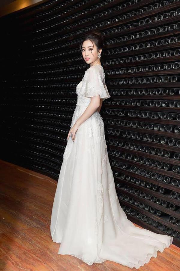 Sao Việt hâm nóng mốt váy đẹp như cổ tích - 10