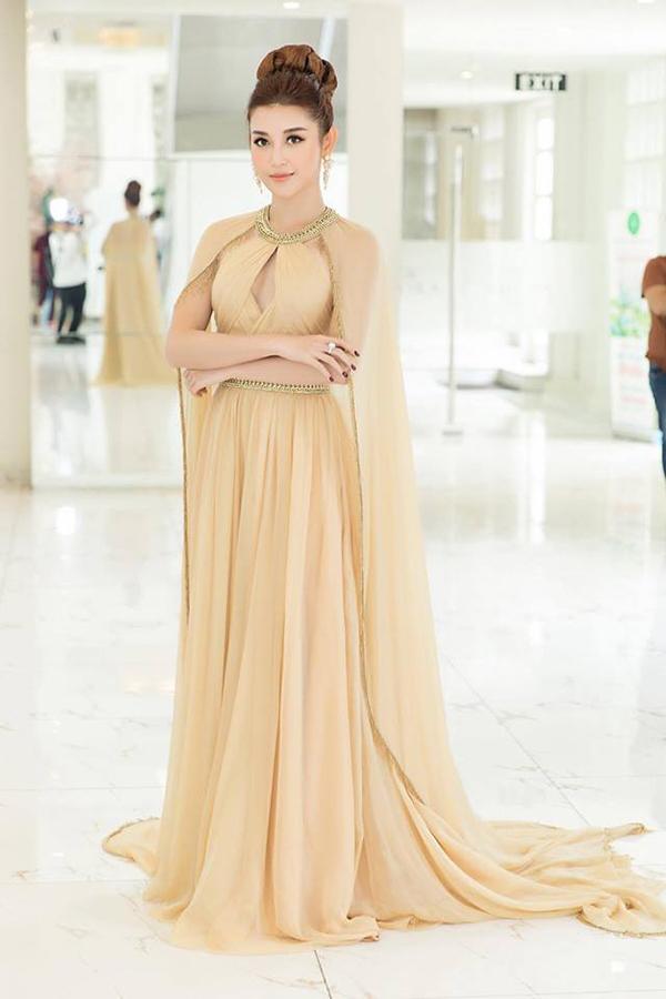 Sao Việt hâm nóng mốt váy đẹp như cổ tích - 11