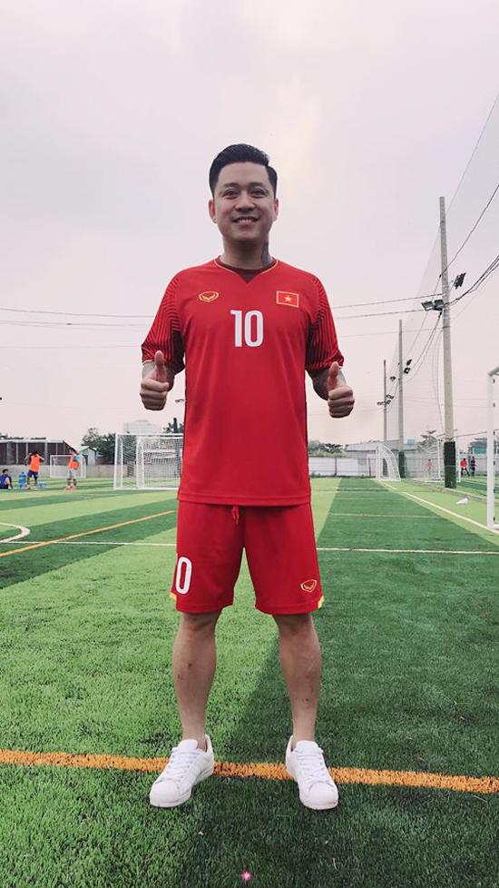 HHen Niê hy vọng may mắn, Ngọc Trinh gửi nghìn nụ hôn tới U23 Việt Nam trước chung kết - 4