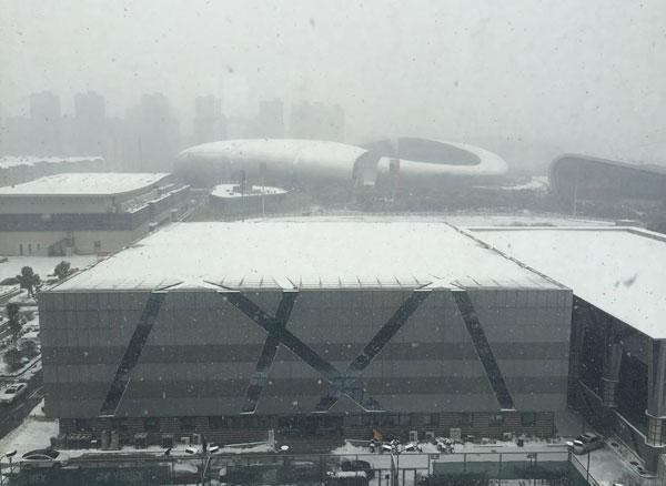 Tuyết rơi từ sớm, sân Thường Châu ngập tuyết dày đặc