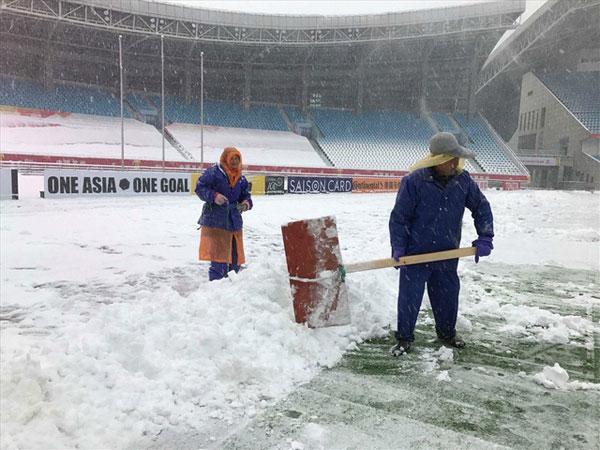 Tuyết rơi từ sớm, sân Thường Châu ngập tuyết dày đặc - 1