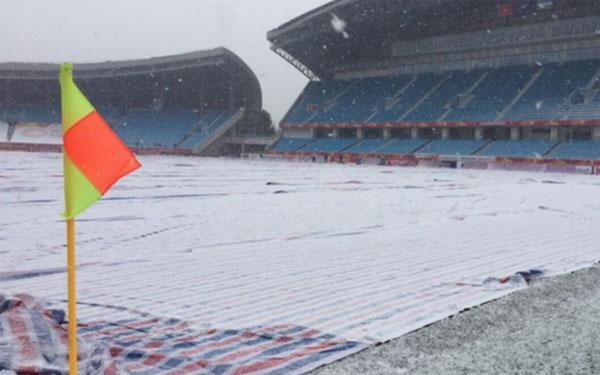 Tuyết rơi từ sớm, sân Thường Châu ngập tuyết dày đặc - 2